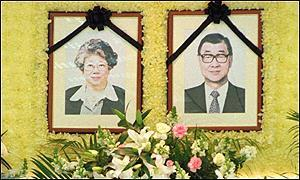 image: [ Bank Governor Sheu Yuan-dong and his wife, Huang Men-mei, were both killed in a China Airlines plane crash ]